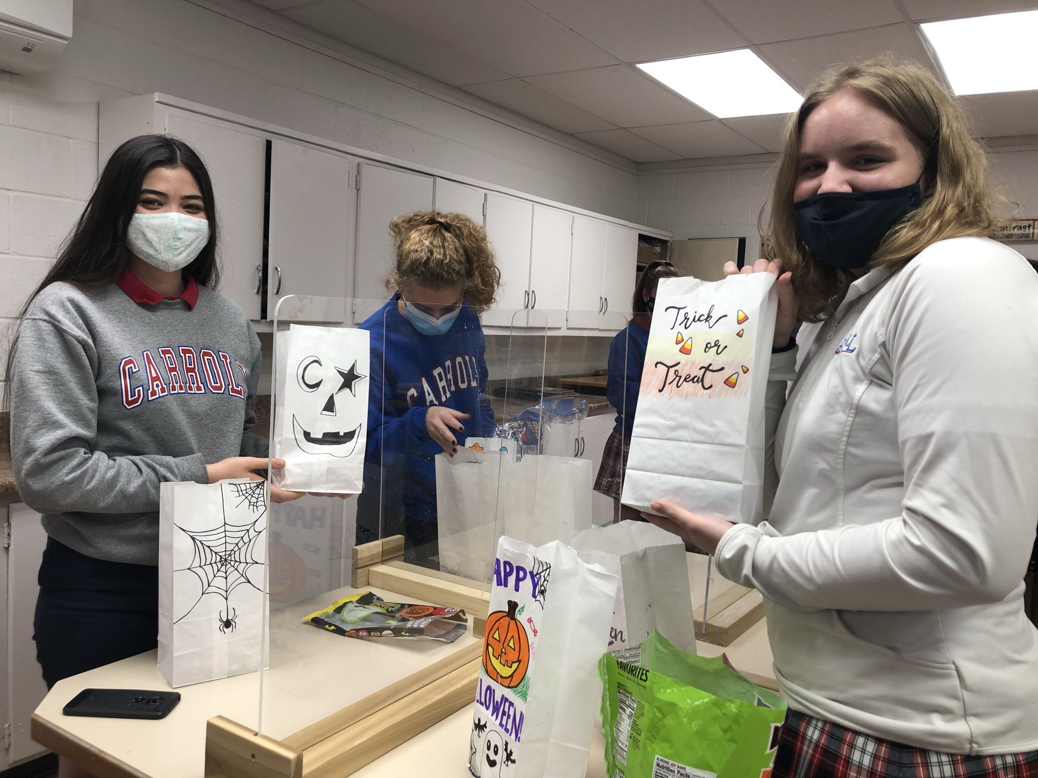 National Art Honor Society students decorate and fill Halloween candy bads==gs.